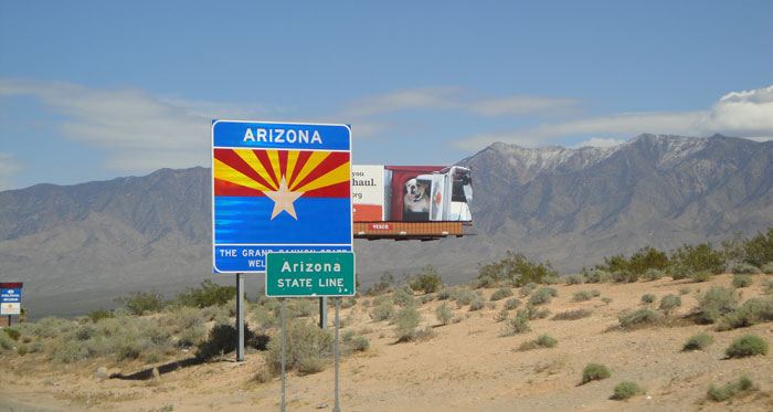we're big fans of taking pictures when we cross into new states....anybody else doing that???